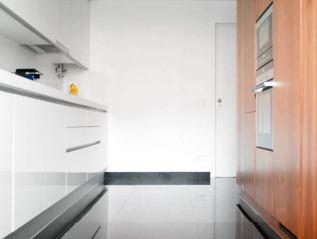 Reabilitação de Cozinha + Sala + Instalação Sanitária, Linda-a-Velha, 2014. Parceria com André Caetano e Ana Fiúza(Construído)
